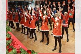Vier dansscholen tijdens de kerstmarkt