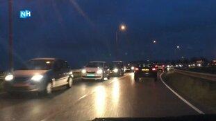 Afgesloten Tolweg en ongeluk zorgen voor verkeerschaos