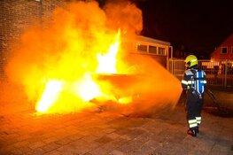 Brandweer blust brand bij basischool in Heemskerk