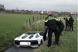 Peperdure Lamborghini in sloot bij Heemskerk