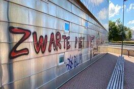 """Gemeentehuis Heemskerk beklad met anti-pietleus: """"Komt dreigend over"""""""
