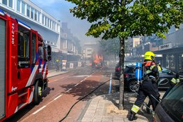 Camper vliegt in brand midden in centrum Heemskerk